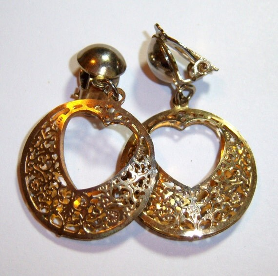 vintage gold tone heart dangle clip on earrings