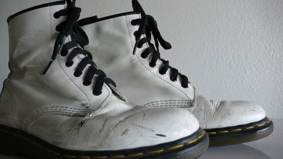 Perfectly Beat Up 8 Hole White Combat Boots -Grunge -  Docs - Dr. Martens - 80s -  Mens 10 - 10.5 - 11