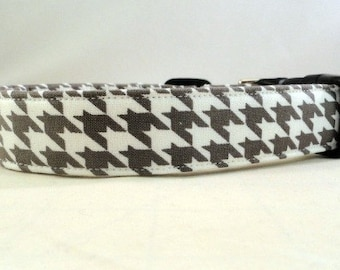 Awesome Grey and White Houndstooth Dog Collar