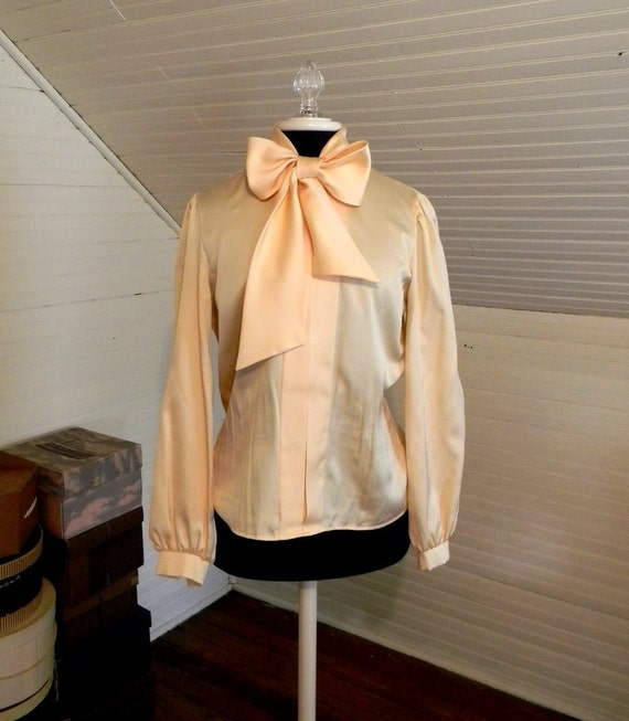 RESERVED Vintage Blouse With Bow, Pussy Bow Blouse 70s 80s Size Med.