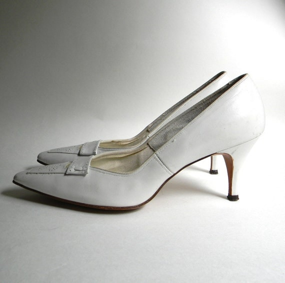 Vintage Shoes 1950s  1960s White Leather Heels Size 7
