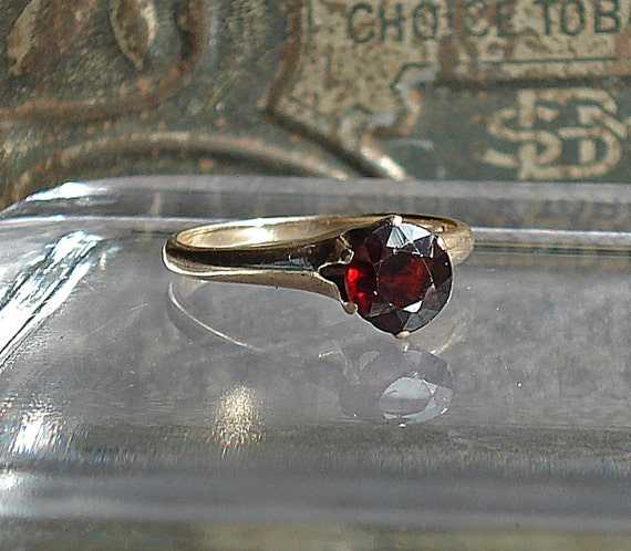 Late Victorian or Edwardian 10k Gold RIng with Dark Garnet