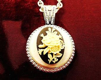 Antique White Rose Bouquet-Necklace R 8025