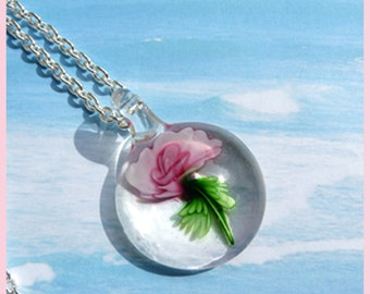 Flower Enclosed In Glass - Necklace  C 7069