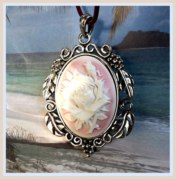 Victorian Light Pink Rose-Leather Necklace