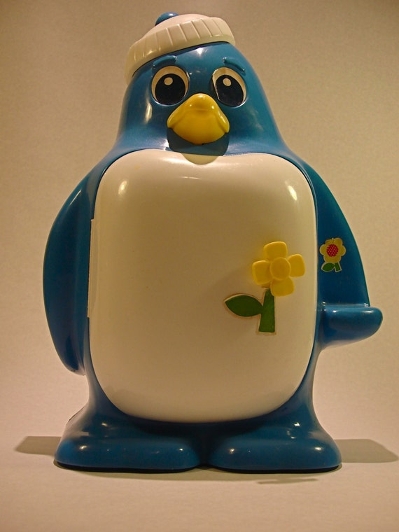 Vintage Kusan Zoodleland Blue Penguin Fridge Toy