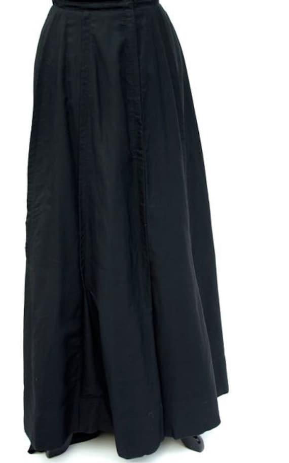 Black fine wool skirt, c. 1905 - 1909
