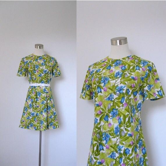 SALE-1960s Mini Dress / 60s Green Floral Dress  / Short Sleeve (small medium)