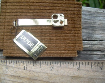 New with tags Vintage Du De brand gold tone modernist tie clip on original card