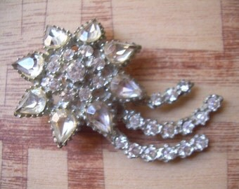 old vintage rhinestone starburst brooch with three tails pretty piece and super sparkly