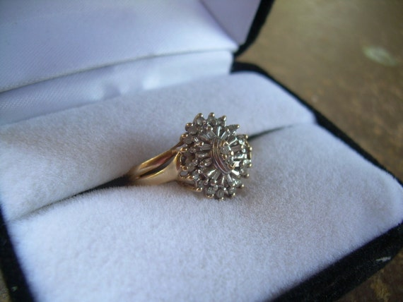 Vintage 10 K solid yellow gold and diamond cluster ring Very sparkly and beautiful Unique design
