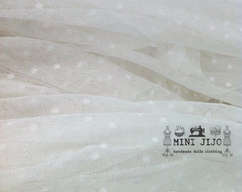 Fat Quarter White Lace Dot fabric 1/4 mtr.