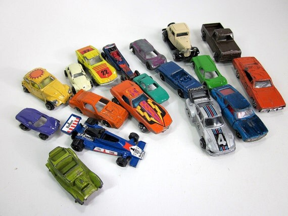 sale / Collection of Toy Die Cast Cars with Case 70s / Set of 18