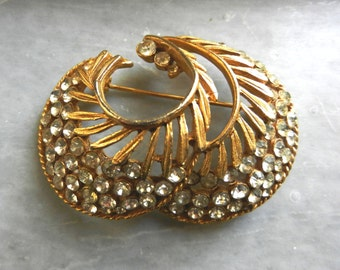 BSK signed Gorgeous vintage 1950 Brooch - crystals and gold for a refined style - vintage pin-art.946-
