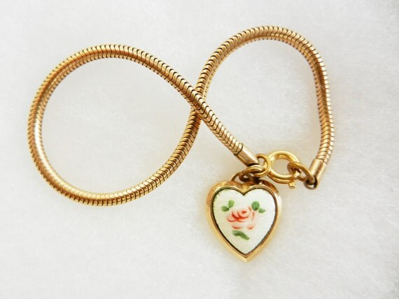 Vintage 1950s - lovely hand painted porcelain  heart dangle charm Bracelet - Romantic Jewel  with a Lolita  style-art.746-