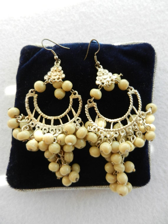 Bautiful chandelier earrings vintage 1970 - so many beads Venetian ivory, brass tone silver  platinum-art.846-