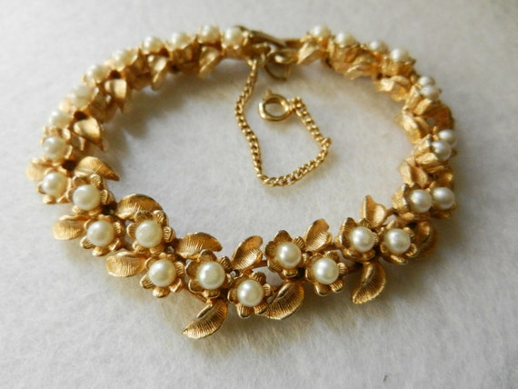Gorgeous bracelet vintage 1940, Italian - small pearls and lots of little golden flowers -old jewel for a bride-Art.905-