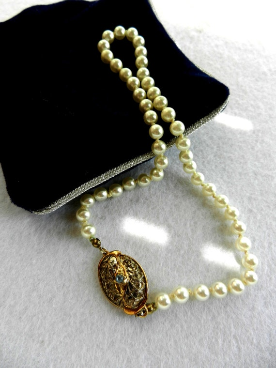 Wedding Promotion- Vintage collar Collier 1960 - pearls, and gorgeous clasp closure-  -Art.996-