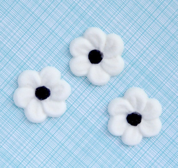 White Blossom Edible Sugar Decorations for Cupcake and Cake Decorating (12)