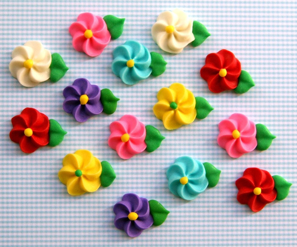 Cake Decorating Ideas With Icing Flowers : Classic Icing Flowers to Decorate Cupcakes or Cakes Rainbow