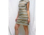 Space Dress by Michelle Rose, Zig Zag Stretch Sweater Knit Sleeveless Boatneck Tunic in Gold Silver Cream Black Missoni Motif, Size Small