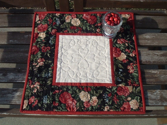 Romantic Rose Valentine Table Topper