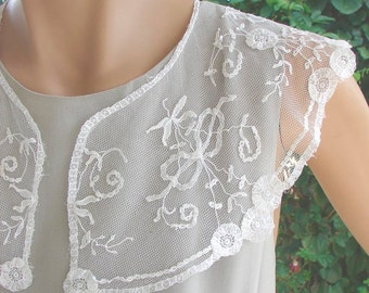 COLLAR Antique Lace. 1910-1930 Cotton Princess Lace on White Net.  Floral Edges. Bouquets of Flowers, Leaves, Bows. Cloud Soft
