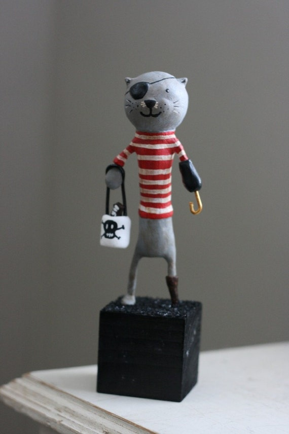Pirate Cat Trick-Or-Treater Figurine