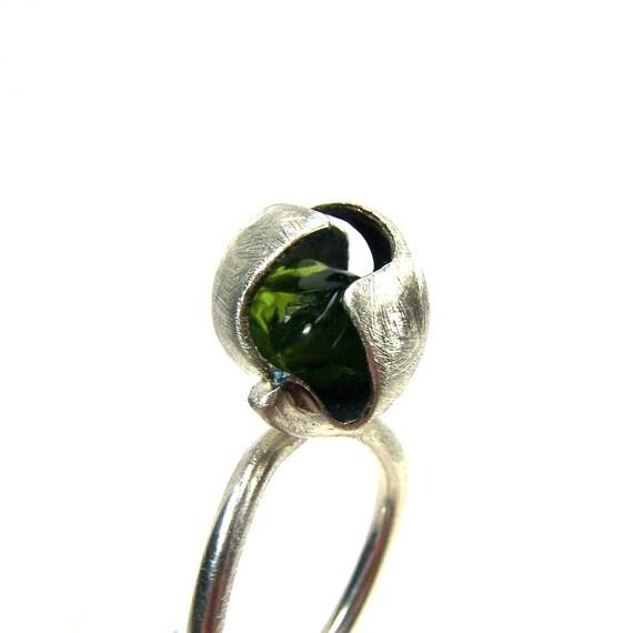 Modern Silver Seed Pod Peridot Ring - Peridot Pod