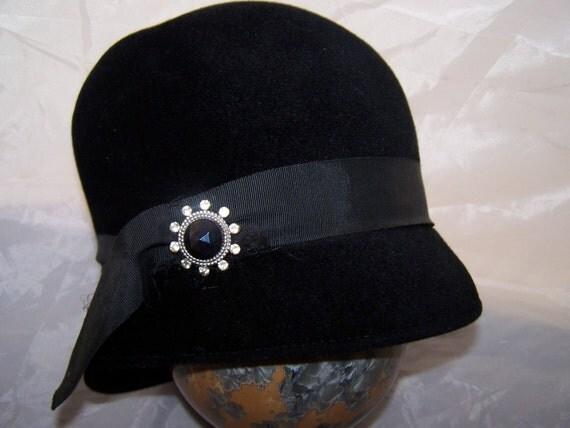 VINTAGE 1920s Black Felt HAT UNION MADE Cloche FLAPPER