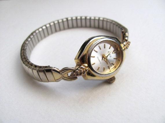 Vintage women's CG watch, gold tone, stretch band, bracelet style wrist watch