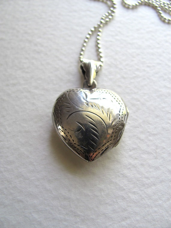 Gorgeous sterling silver engraved vintage heart locket necklace on long chain