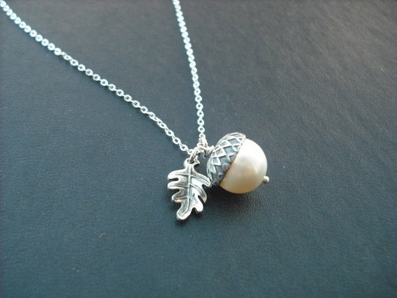 Bridesmaids gift, Wedding Gift, Sterling Silver Chain Necklace- Creamy Pearl Acorn Necklace