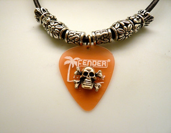 Unisex Rock Skull Guitar Pick Necklace     FREE SHIPPING
