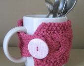 Cabled pink mug cozy