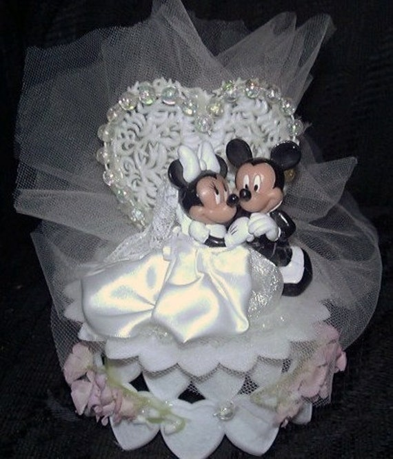 mickey and minnie mouse wedding cake toppers uk mickey mouse and minnie mouse wedding cake topper ornament 17343