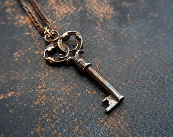 Ornate Bronze Victorian Skeleton Key Pendant