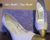 New Vintage White and Gold Pump Shoes 1960s Size 6.5 2A