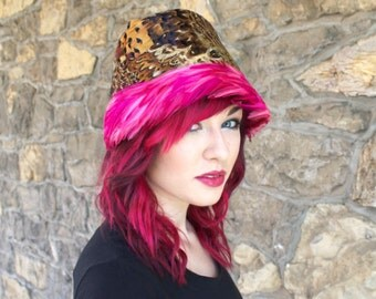Vintage 1960s Hat With Hot Pink Feathers
