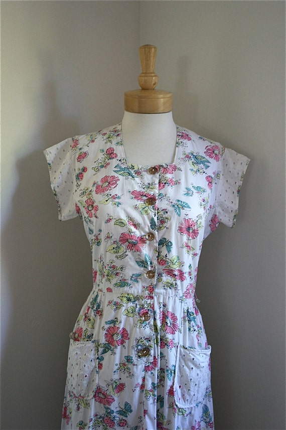 Vintage 1940s White & Floral 'Butterfly Garden' Print Dress