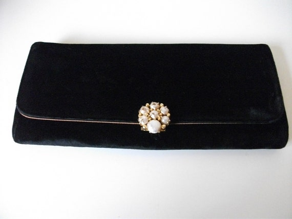 Black Velvet 60s Clutch with Pearl Detail