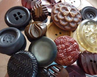 Nice Selection Of Big Old Buttons Shades of Browns Blacks Beige