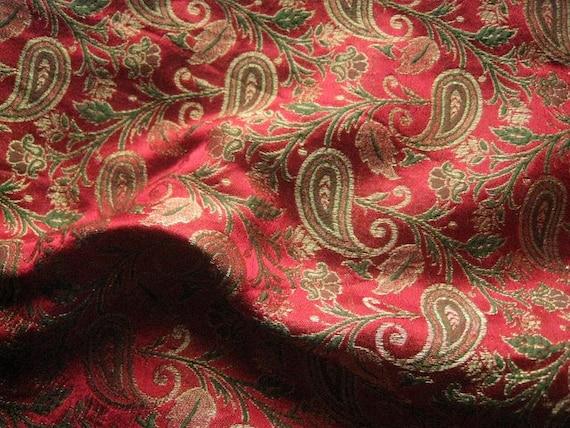 Red Green Paisley Design Brocade Silk - Fat quarter