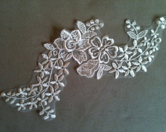 Flower appliques in ivory, Off-White trim applique  for craft projects and  wedding veil