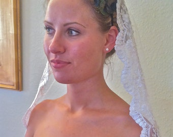 Wedding Veil, Mantilla, Single layer, Lace Bridal veil with scalloped lace edge in Spanish style, silver or gold options