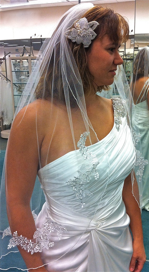 Lace Veil with  flower appliqués  adorned with Swarovski  rhinestones in fingertip length, classic wedding veil, lace bridal veil