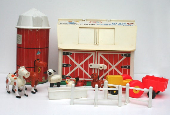 Vintage Fisher Price Family Farm Model 915 with Barn Silo and Accessories