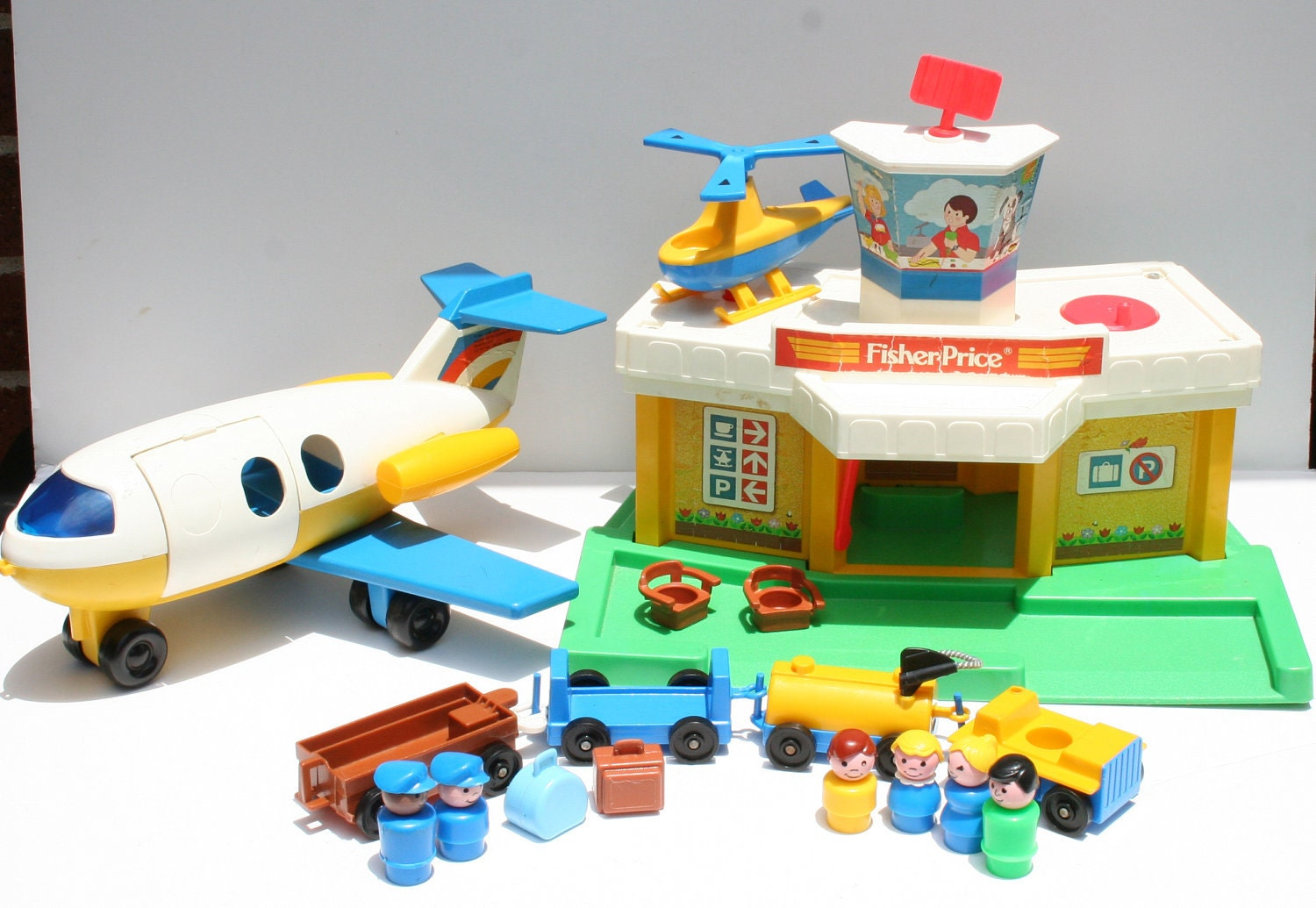 vintage fisher price little people 1980 airport and airplane. Black Bedroom Furniture Sets. Home Design Ideas