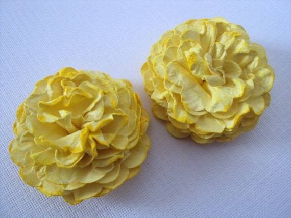Yellow Marigold Paper flowers embellishments for crafts, scrapbooking, cardmaking, ACEOs, ATCs, collage, altered art. PAPER FLOWERS