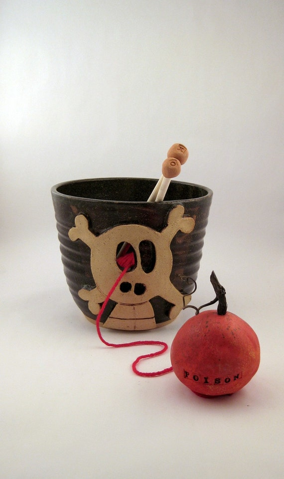 Danger - Really Big Yarn Bowl for Chicks with Sticks